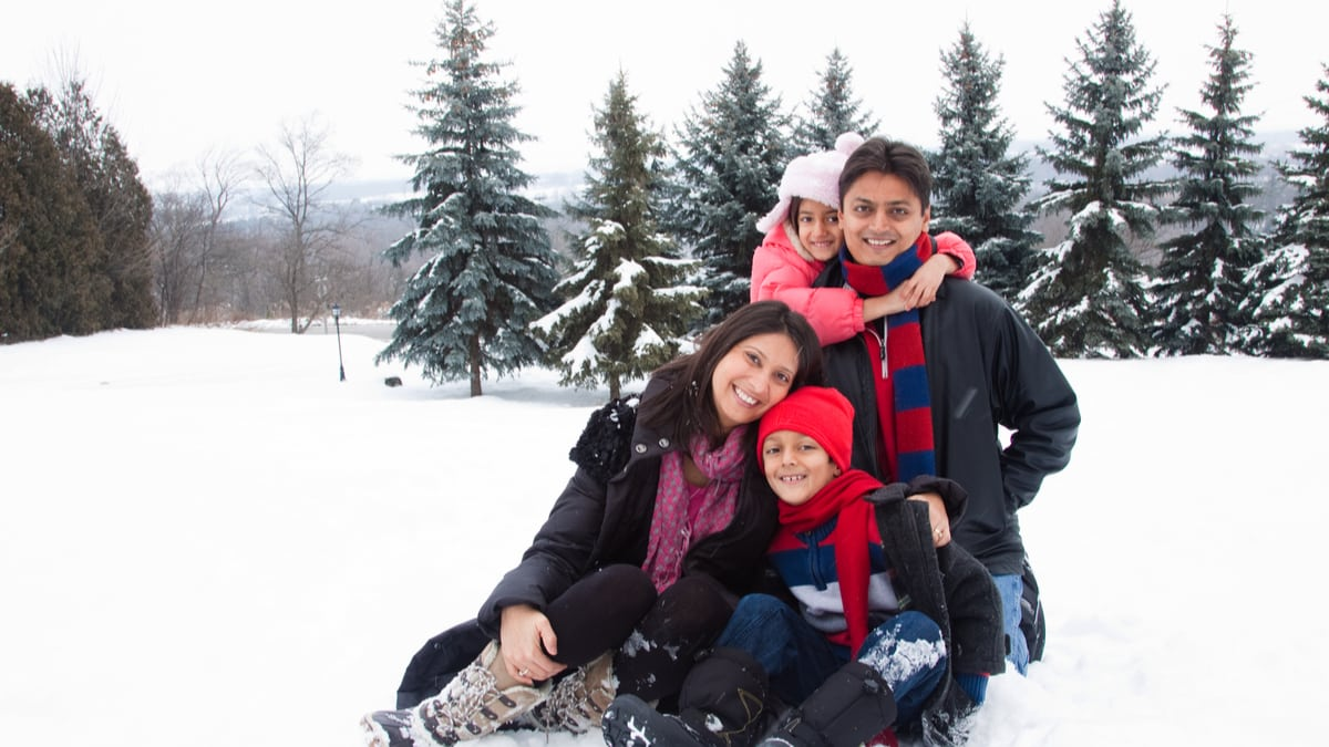 Happy-immigrant-family-in-the-snow-immigrate-to-Canada