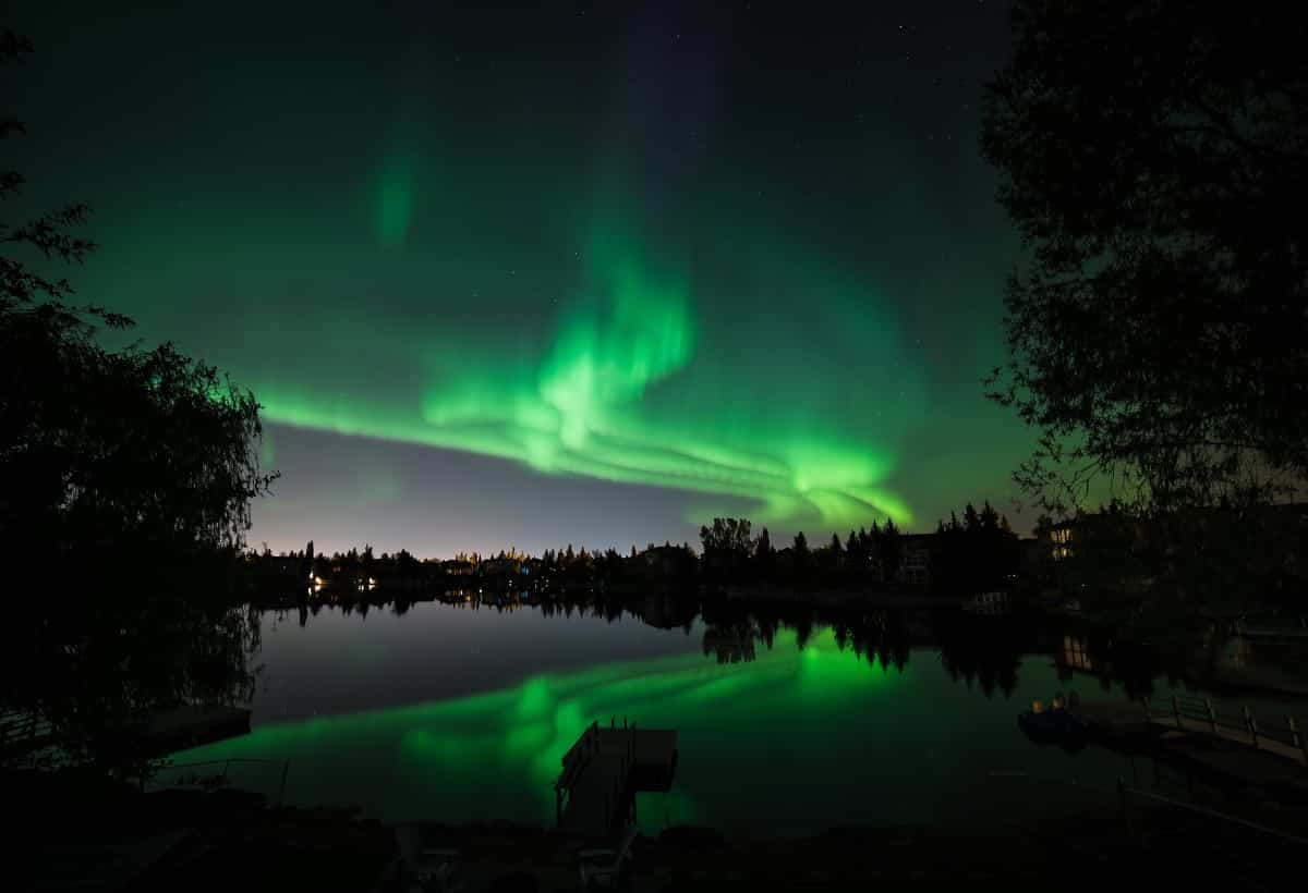 IEC-Working-Holiday-visa-Canada-Northern-lights
