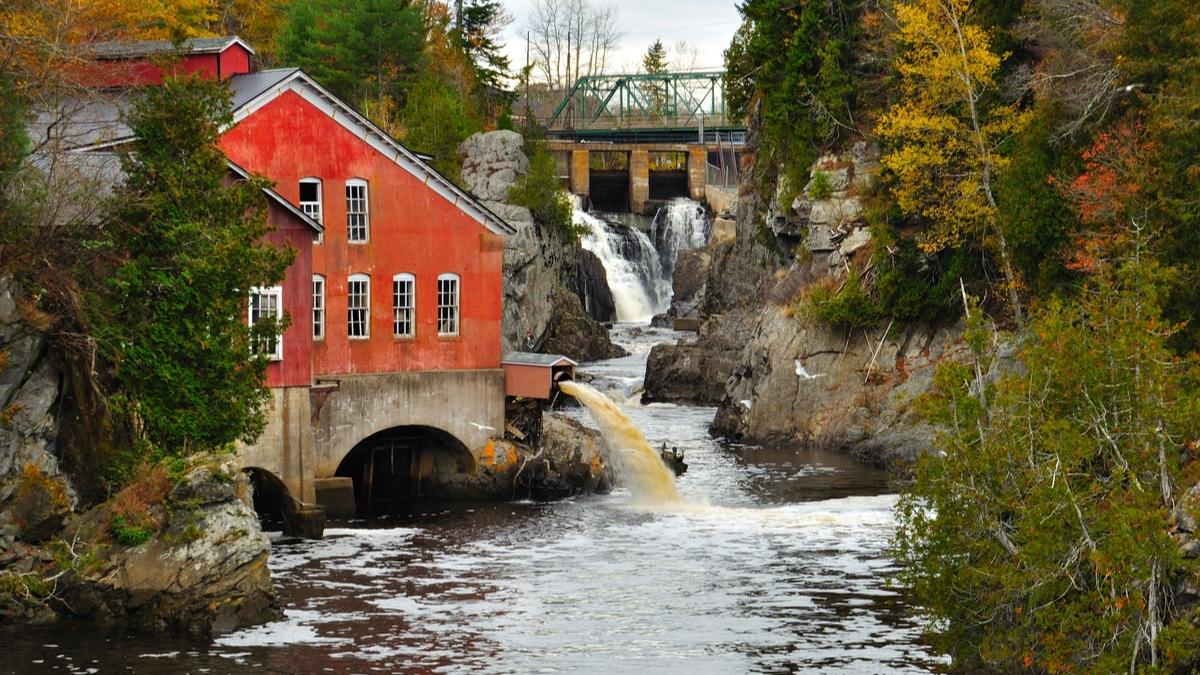 River-in-New-Brunswick-Immigrate-to-Canada