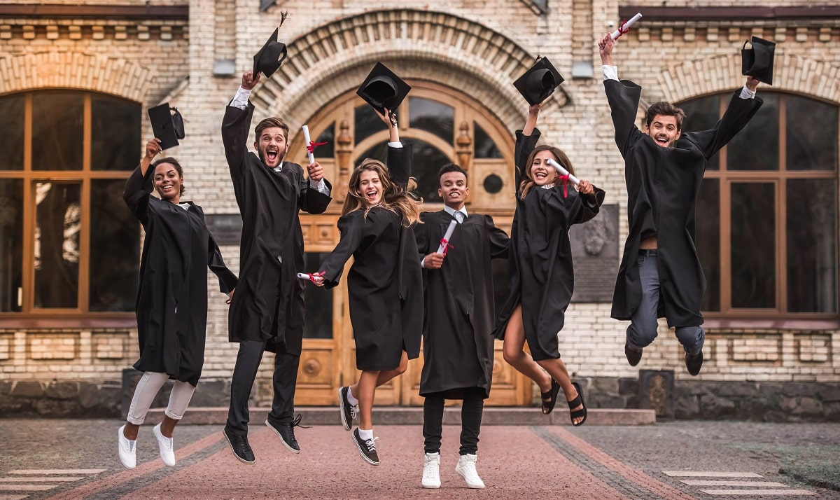 Study-in-Canada-Graduation-Friends