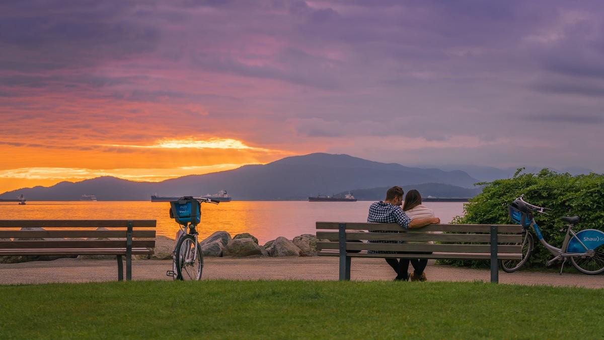 Vancouver-Suneset-Happy-Couple-Canadian-Inland-Spousal-Sponsorship