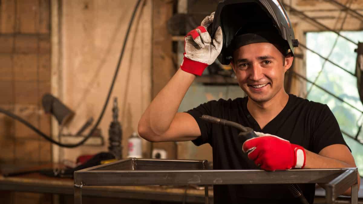 Welder-apprentice-in-training-in-Canada