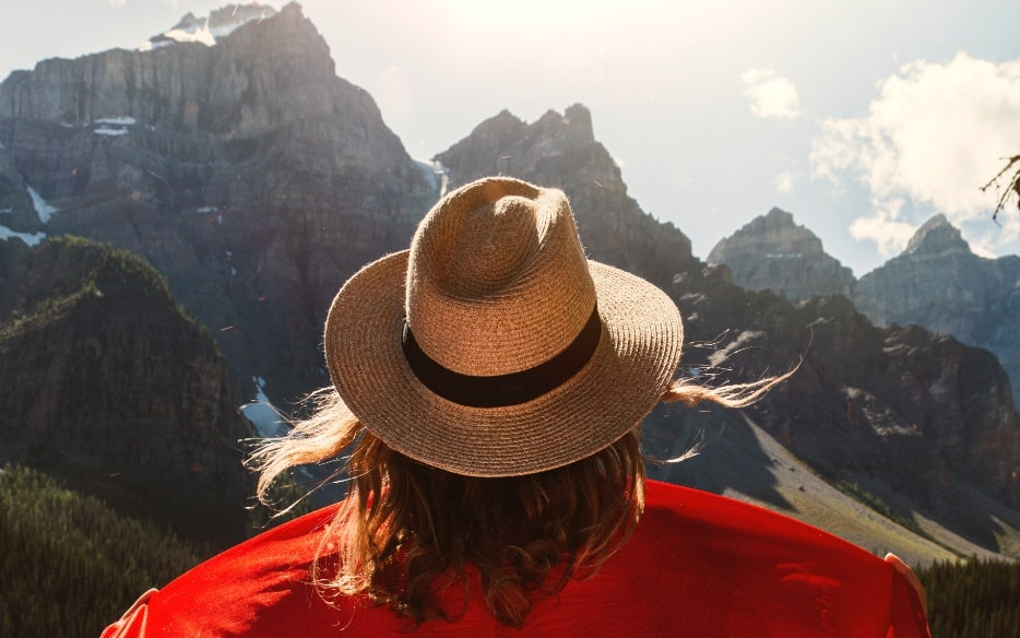 7 Benefits to Becoming a Permanent Resident of Canada